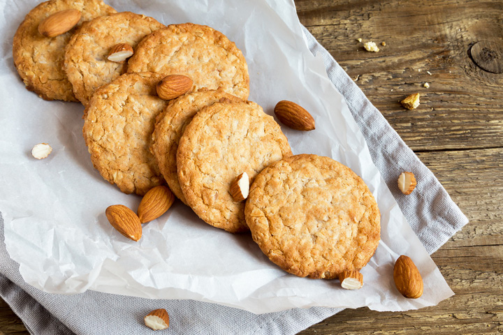Biscuits with almonds and chocolate
