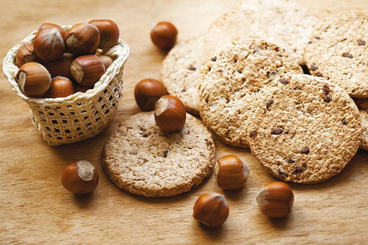 Biscuits with hazelnut flour