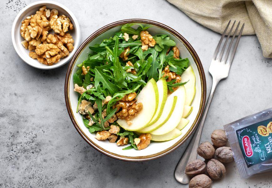 Insalata rucola, pinoli, formaggio e avocado